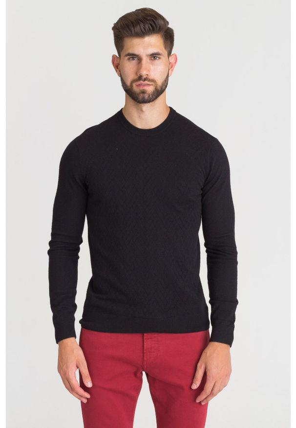 Czarny sweter Emporio Armani z okrągłym kołnierzem, z aplikacjami