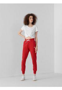 Czerwone spodnie dresowe 4f