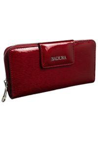 Portfel damski czerwony Badura B-43879P-SH. Kolor: czerwony. Materiał: skóra
