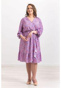Fioletowa sukienka Moda Size Plus Iwanek z falbankami, klasyczna