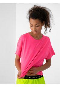 4f - T-shirt oversize z nadrukiem damski. Kolor: różowy. Materiał: dzianina. Wzór: nadruk