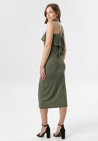 Born2be - Ciemnozielona Sukienka Sabrinisse. Okazja: na imprezę, na randkę. Kolor: zielony. Materiał: dzianina. Długość rękawa: na ramiączkach. Długość: midi