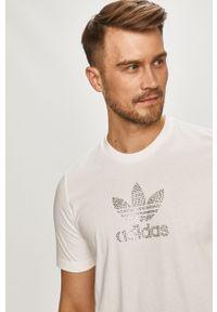 adidas Originals - T-shirt. Okazja: na co dzień. Kolor: biały. Materiał: bawełna. Wzór: aplikacja. Styl: casual