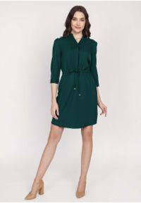 Zielona sukienka wizytowa Lanti ze stójką, prosta