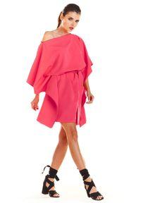 e-margeritka - Sukienka kimonowa z paskiem fuksja - uni. Okazja: na imprezę. Kolor: różowy. Materiał: poliester, materiał, elastan. Typ sukienki: oversize. Styl: elegancki