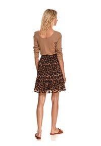 TOP SECRET - Krótka plisowana spódnica w zwierzęcy nadruk. Okazja: do pracy. Kolor: brązowy. Materiał: dzianina. Długość: krótkie. Wzór: motyw zwierzęcy, nadruk. Sezon: jesień