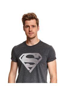 TOP SECRET - T-shirt licencyjny superman. Kolor: szary. Materiał: tkanina, bawełna. Długość rękawa: krótki rękaw. Długość: krótkie. Wzór: motyw z bajki. Sezon: wiosna. Styl: klasyczny