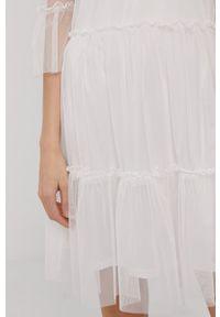 Vila - Sukienka. Kolor: biały. Materiał: tkanina. Wzór: gładki. Typ sukienki: rozkloszowane