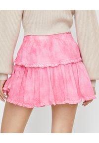 LOVE SHACK FANCY - Różowa spódnica tie-dye. Kolor: fioletowy, różowy, wielokolorowy. Materiał: bawełna, wełna, koronka. Styl: klasyczny