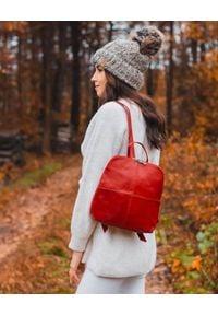 Plecak skórzany damski DAN-A T65 czerwony. Kolor: czerwony. Materiał: skóra. Styl: sportowy