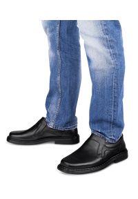 ESCOTT - Mokasyny męskie Escott 766 Czarne. Zapięcie: bez zapięcia. Kolor: czarny. Materiał: tworzywo sztuczne, skóra. Obcas: na obcasie. Styl: elegancki. Wysokość obcasa: średni