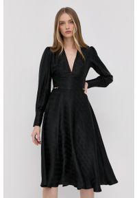 Elisabetta Franchi - Sukienka. Kolor: czarny. Materiał: tkanina. Długość rękawa: długi rękaw. Wzór: gładki. Typ sukienki: rozkloszowane