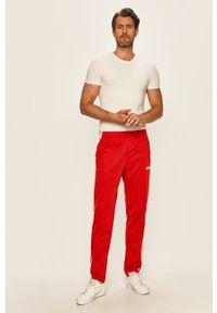 Czerwone spodnie dresowe Adidas z aplikacjami