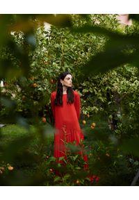 WILD MASCOT - Sukienka maxi z falbanami. Kolor: czerwony. Materiał: materiał. Wzór: aplikacja. Sezon: lato. Typ sukienki: rozkloszowane. Długość: maxi