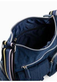 Torebka na ramię bonprix ciemnoniebieski. Kolor: niebieski. Rodzaj torebki: na ramię