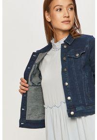 Jacqueline de Yong - Kurtka jeansowa. Okazja: na co dzień. Kolor: niebieski. Materiał: jeans. Wzór: gładki. Styl: casual