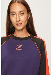 Fioletowa bluza Hummel raglanowy rękaw, z nadrukiem, bez kaptura