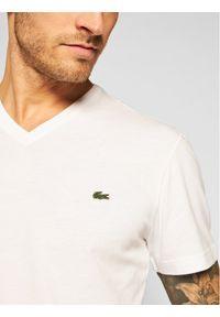 Lacoste T-Shirt TH2036 Biały Regular Fit. Kolor: biały
