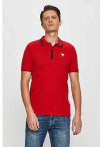 Guess - Polo. Typ kołnierza: polo. Kolor: czerwony. Materiał: dzianina. Długość: krótkie. Wzór: gładki, aplikacja