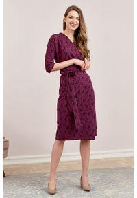 Marie Zélie - Sukienka Filomena Paridae śliwkowa. Materiał: bawełna, dzianina, materiał, elastan, tkanina, skóra. Typ sukienki: proste, kopertowe