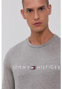 TOMMY HILFIGER - Tommy Hilfiger - Piżama. Kolor: szary. Materiał: bawełna, dzianina. Długość: długie. Wzór: nadruk
