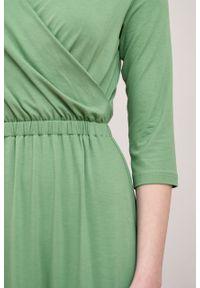 Marie Zélie - Sukienka Rita zieleń wiosenna. Typ kołnierza: dekolt kopertowy. Materiał: wiskoza, dzianina, materiał, elastan. Długość rękawa: krótki rękaw. Sezon: wiosna. Typ sukienki: proste, kopertowe