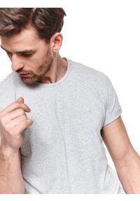 TOP SECRET - T-shirt z dzianiny recyklingowanej. Kolor: szary. Materiał: dzianina. Sezon: zima. Styl: klasyczny