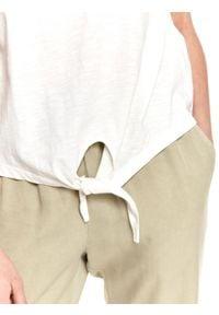 TOP SECRET - T-shirt damski z krótkim rękawkiem i dekoltem w serek. Typ kołnierza: dekolt w serek. Kolor: biały. Materiał: tkanina, materiał, bawełna. Długość rękawa: krótki rękaw. Długość: krótkie. Sezon: lato