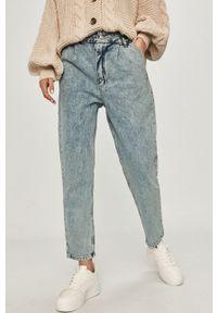 Niebieskie proste jeansy Answear Lab wakacyjne