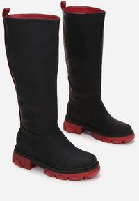 Born2be - Czarno-Czerwone Botki Awang. Okazja: na co dzień. Nosek buta: okrągły. Zapięcie: bez zapięcia. Kolor: czarny. Szerokość cholewki: normalna. Wzór: aplikacja. Wysokość cholewki: przed kolano. Materiał: materiał. Obcas: na obcasie. Styl: casual. Wysokość obcasa: niski