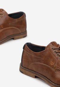 Born2be - Camelowe Półbuty Caellalis. Nosek buta: okrągły. Zapięcie: sznurówki. Szerokość cholewki: normalna. Wzór: aplikacja. Wysokość cholewki: przed kostkę. Materiał: skóra. Obcas: na obcasie. Styl: elegancki. Wysokość obcasa: niski
