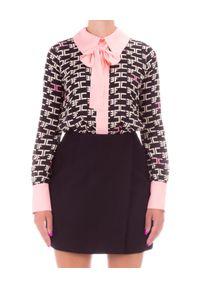 Elisabetta Franchi - ELISABETTA FRANCHI - Czarna sukienka mini z kokardą. Typ kołnierza: kokarda. Kolor: czarny. Materiał: materiał. Wzór: aplikacja, nadruk. Typ sukienki: trapezowe. Długość: mini