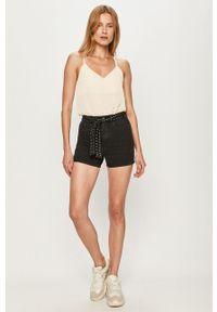 only - Only - Szorty jeansowe. Okazja: na co dzień. Stan: podwyższony. Kolor: czarny. Materiał: jeans. Styl: casual