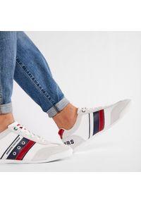 Białe sneakersy Dockers by Gerli na co dzień, z cholewką