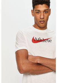 Nike - T-shirt. Okazja: na co dzień. Kolor: biały. Materiał: tkanina, dzianina, skóra, włókno. Wzór: nadruk. Styl: casual