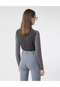 Burberry - BURBERRY - Dwukolorowy sweter z wełny. Typ kołnierza: golf. Kolor: szary. Materiał: wełna. Wzór: nadruk. Sezon: jesień