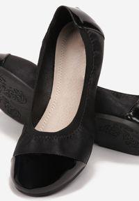 Born2be - Czarne Matowe Balerinki Jilvyra. Okazja: na co dzień. Nosek buta: okrągły. Zapięcie: bez zapięcia. Kolor: czarny. Materiał: lakier, skóra ekologiczna, materiał. Szerokość cholewki: normalna. Obcas: na obcasie. Styl: casual