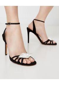 ALEXANDRE VAUTHIER - Czarne sandały Ophelia z kryształową aplikacją. Nosek buta: okrągły. Zapięcie: pasek. Kolor: czarny. Materiał: zamsz. Wzór: aplikacja. Styl: wizytowy, elegancki