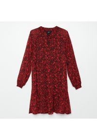 Czerwona sukienka Cropp w kwiaty
