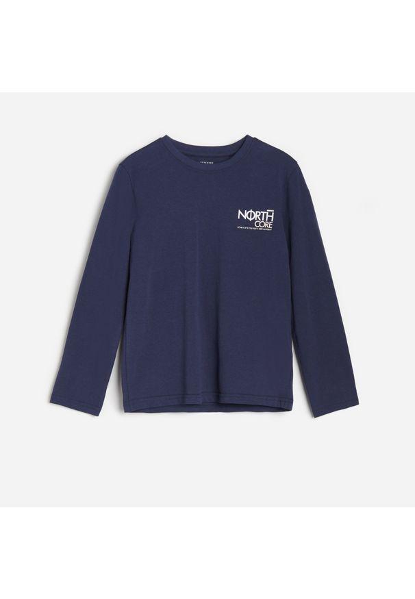 Niebieska koszulka z długim rękawem Reserved z nadrukiem