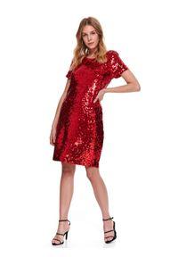 TOP SECRET - Dopasowana cekinowa sukienka. Kolor: czerwony. Długość rękawa: krótki rękaw. Sezon: zima