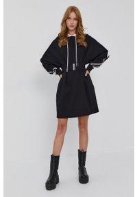 TwinSet - Twinset - Sukienka. Okazja: na co dzień. Typ kołnierza: kaptur. Kolor: czarny. Materiał: dzianina. Długość rękawa: długi rękaw. Typ sukienki: proste. Styl: casual