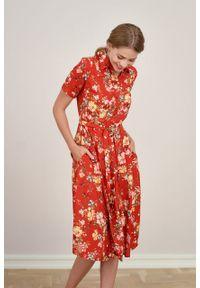 Marie Zélie - Sukienka Marina Bouquet czerwona. Kolor: czerwony. Materiał: wiskoza, len, materiał. Długość rękawa: krótki rękaw. Sezon: lato. Typ sukienki: szmizjerki
