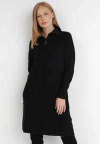 Born2be - Czarna Sukienka Iomene. Typ kołnierza: golf. Kolor: czarny. Materiał: dzianina. Długość rękawa: długi rękaw. Wzór: jednolity. Długość: mini