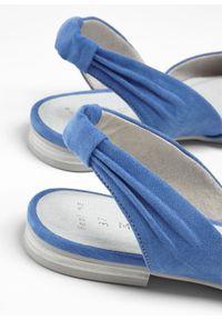 Niebieskie baleriny bonprix z paskami