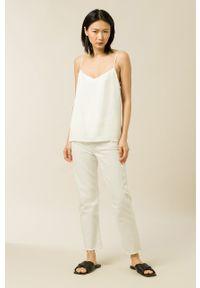 IVY & OAK - Bluzka Tilda. Kolor: biały. Materiał: włókno, wiskoza, satyna, materiał. Długość rękawa: na ramiączkach. Wzór: ze splotem