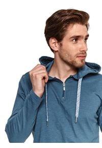 TOP SECRET - Cienka bluza z kapturem. Typ kołnierza: kaptur. Kolor: niebieski. Materiał: tkanina, bawełna. Długość rękawa: długi rękaw. Długość: długie. Sezon: lato. Styl: wakacyjny