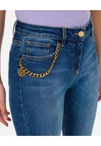 Elisabetta Franchi - ELISABETTA FRANCHI - Jeansy skinny z łańcuchem. Okazja: do pracy, na spotkanie biznesowe, na co dzień. Kolor: niebieski. Styl: biznesowy, retro, casual