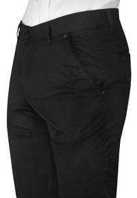 Czarne Garniturowe Męskie Spodnie -Tomy Walker- Zwężane, Chinosy, Eleganckie. Kolor: czarny. Materiał: wiskoza, poliester, elastan. Styl: elegancki