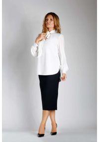 Nommo - Ecru Elegancka Bluzka z Wiązaniem PLUS SIZE. Kolekcja: plus size. Materiał: wiskoza, poliester. Styl: elegancki